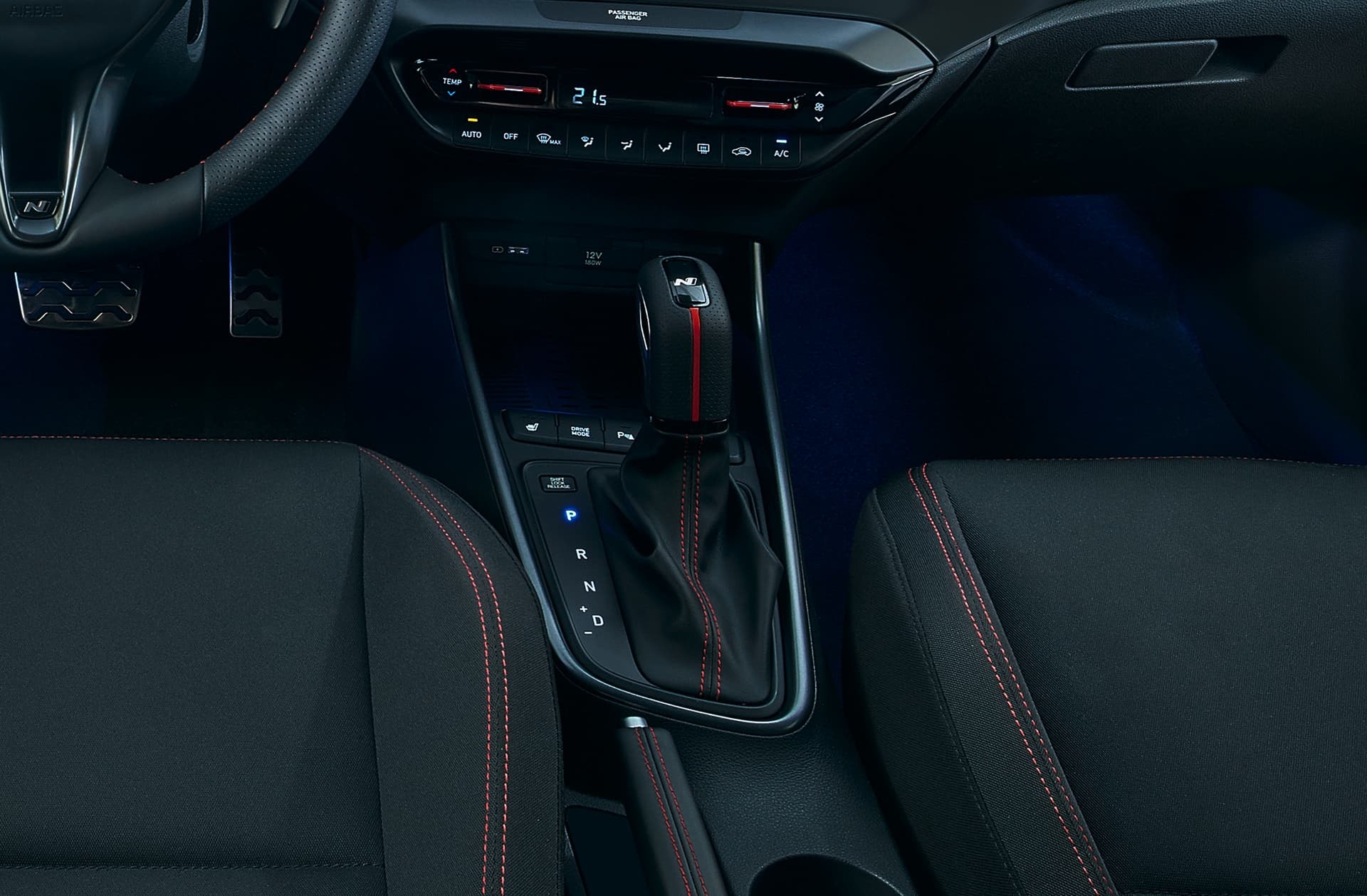 The specially-designed gear shift inside the all-new Hyundai i20 N Line.
