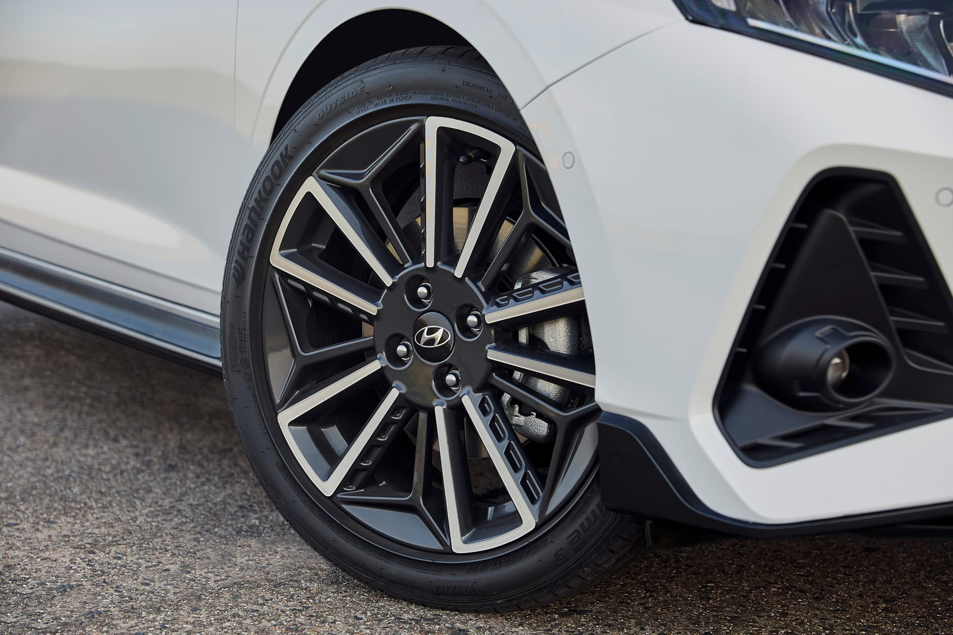 The front wheels on the all-new Hyundai i20 N Line with their stylish two-tone finish.