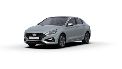 Front side view of the new Hyundai i30 Fastback in the colour Platinum Silver Grey.