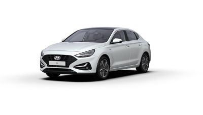 Front side view of the new Hyundai i30 Fastback in the colour Polar White.