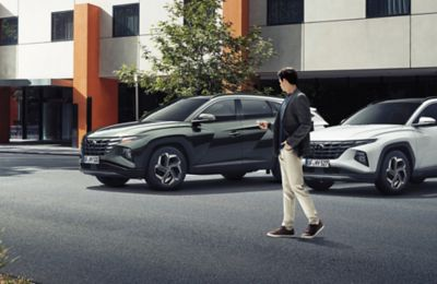 The Remote Smart Park Assist (RSPA) in the all-new Hyundai Tucson Hybrid compact SUV.